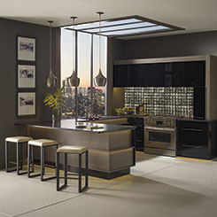 Kitchen cabinets in high gloss laminate and Wenge materials