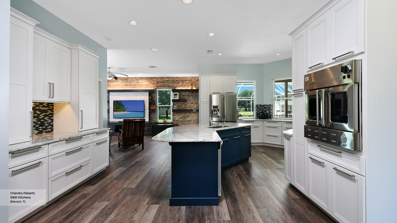 Cayhill Kitchen Cabients In Maple Pearl With Island Blue Lagoon