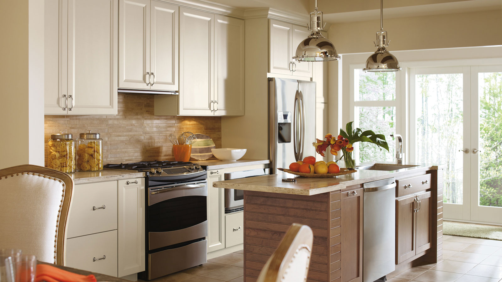 ... Cayhill Painted Maple Cabinets In A Casual Kitchen ...