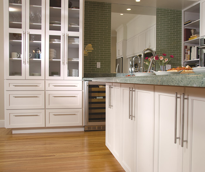 Off White Kitchen Cabinets Pictures: Off White Shaker Cabinets In A Contemporary Kitchen