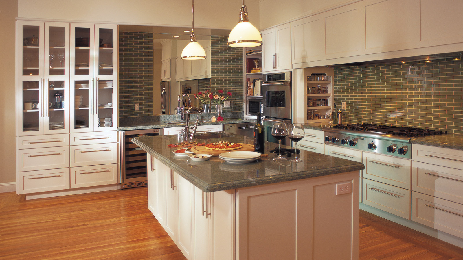 Off White Shaker Cabinets in a Contemporary Kitchen - Omega