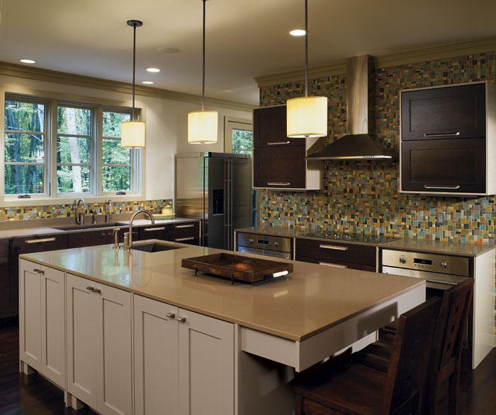 Dark Quartersawn Oak Cabinets with a Painted Kitchen Island