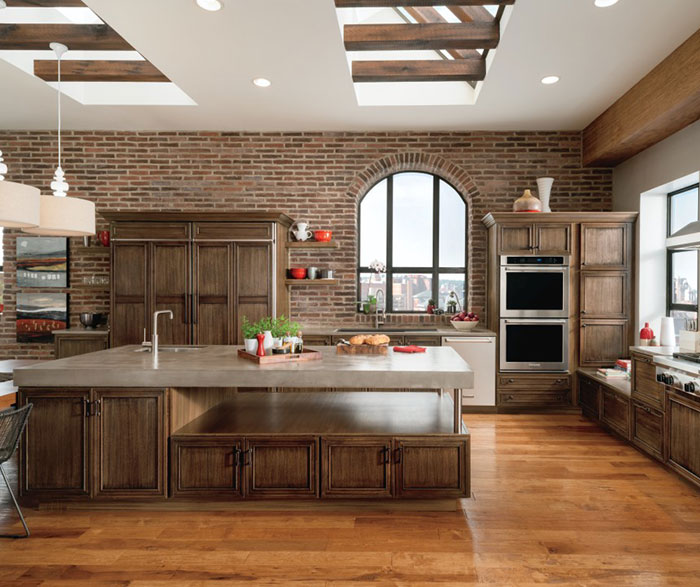 Casual Quartersawn Oak Kitchen Cabinets