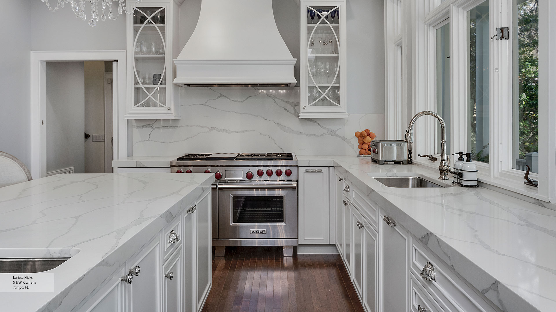 Transitional Maple Kitchen Cabinets in Pearl