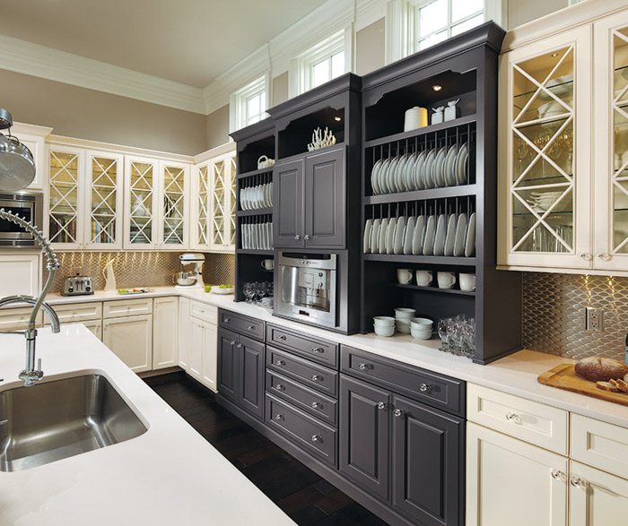 Open Kitchen Design With Custom Cabinetry