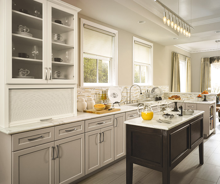 Shaker Kitchen Cabinets with a Neutral Palette