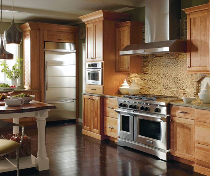 Casual Cherry Kitchen Cabinets In Natural Finish