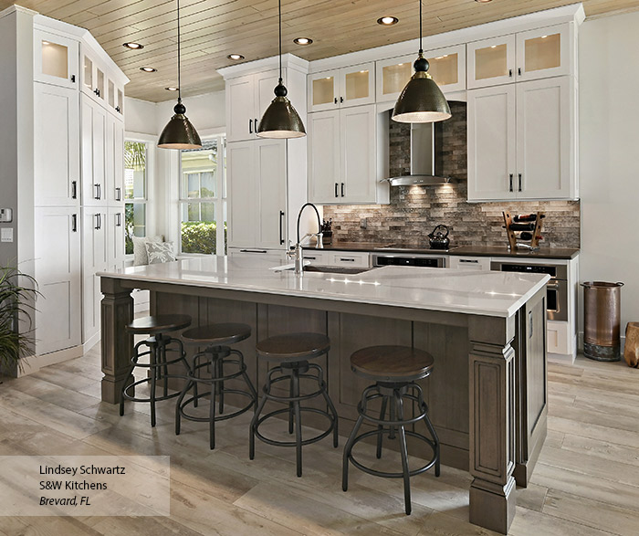 Modern White Oak Kitchen Cabinets: Off White Shaker Cabinets In A Contemporary Kitchen