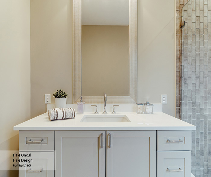 contemporary_painted_bathroom_cabinets_2