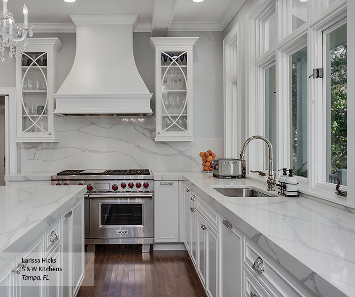 transitional_maple_kitchen_cabinets_in_pearl_2