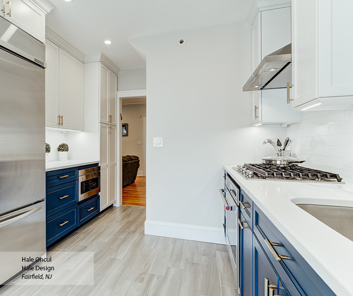 blue_white_transitional_maple_kitchen_cabinets_3