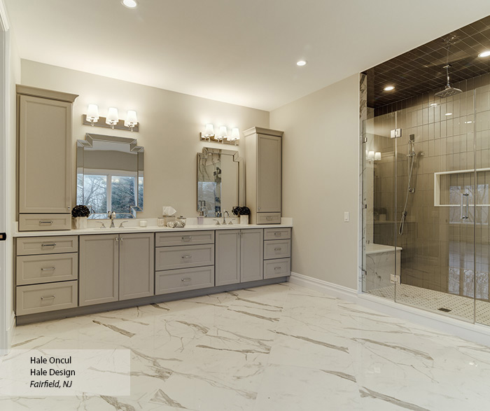 casual_maple_painted_bathroom_cabinets_2